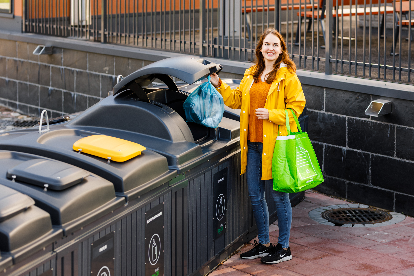 Rethinking underground containers and municipal waste management