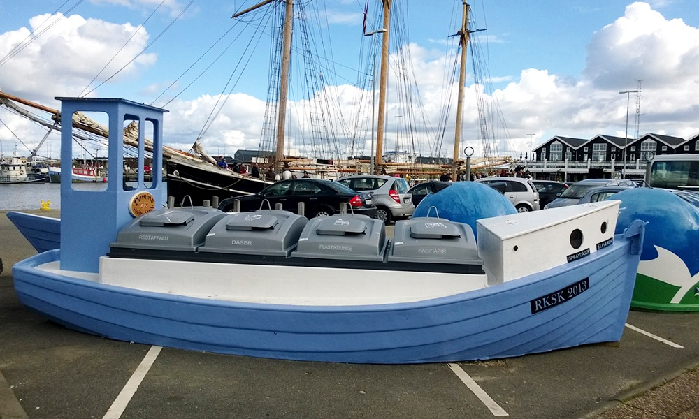 MolokDomino -containers heve been fitted to a renovated fishing boat in Hvide Sande in Denmark.